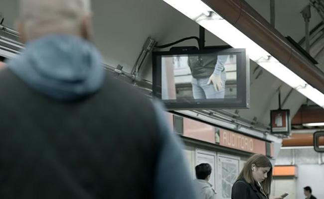 Campaña anti acoso muestra el trasero de los hombres en el metro