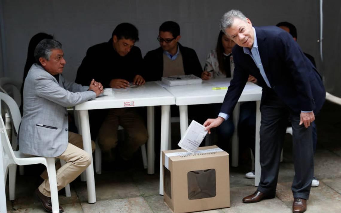 Presidente colombiano vota y garantiza transparencia en comicios