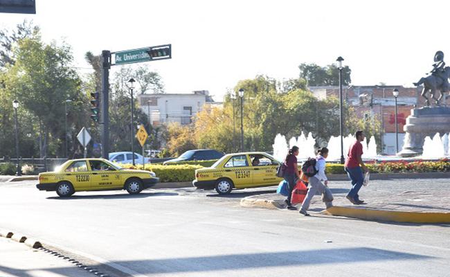 En Querétaro operan 3 mil taxis piratas
