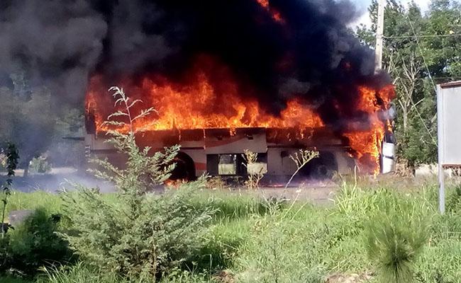 Enfrentamiento entre normalistas de Tiripetío y policías deja 7 heridos