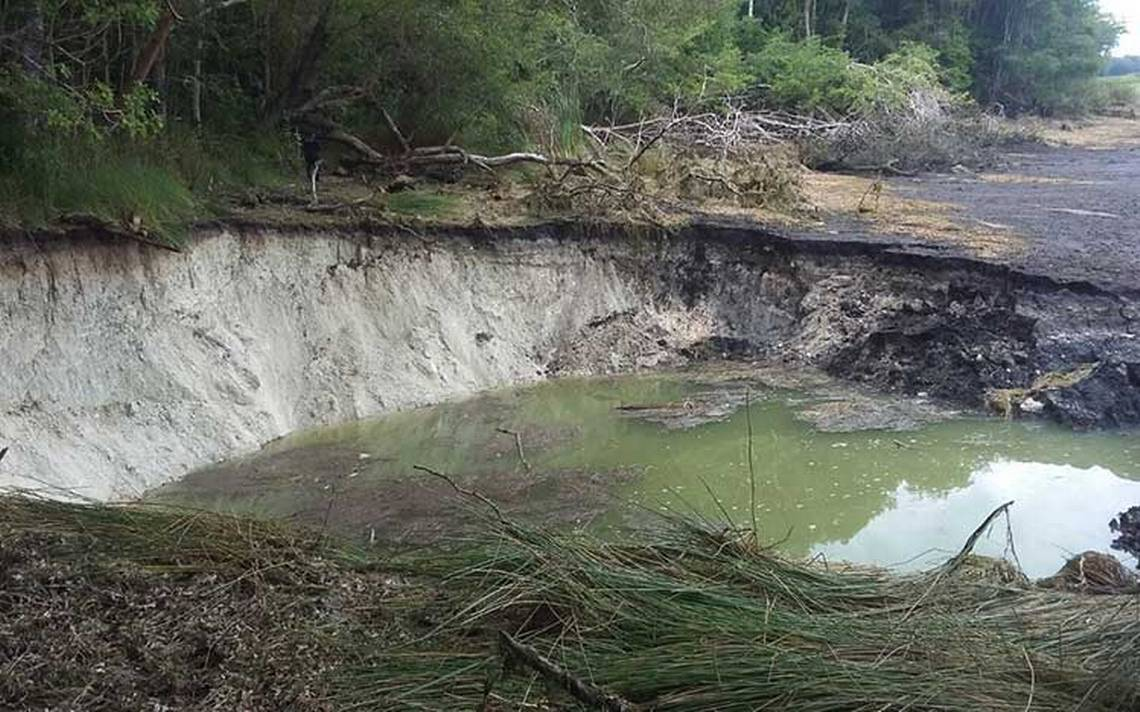 Desaparece laguna de Chakanbakán, socavones secan el cuerpo de agua