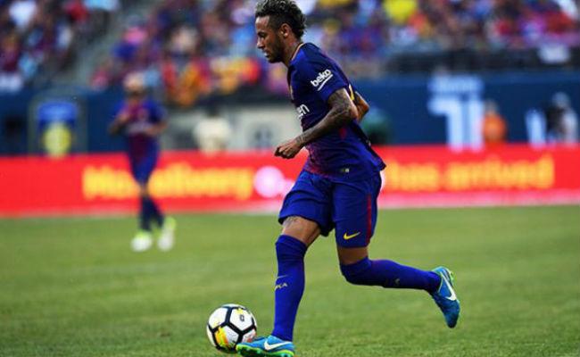 Neymar se queda en Barcelona, según Piqué