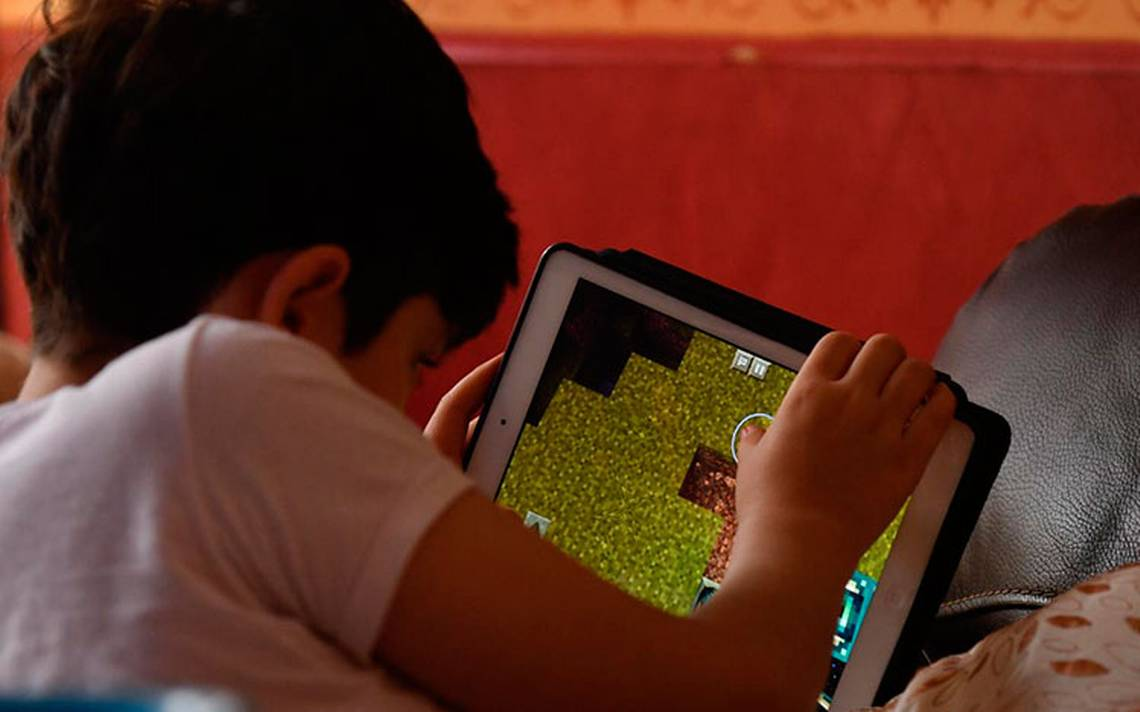 Padres agobiados por peligros a los que sus hijos puedan exponerse en la red
