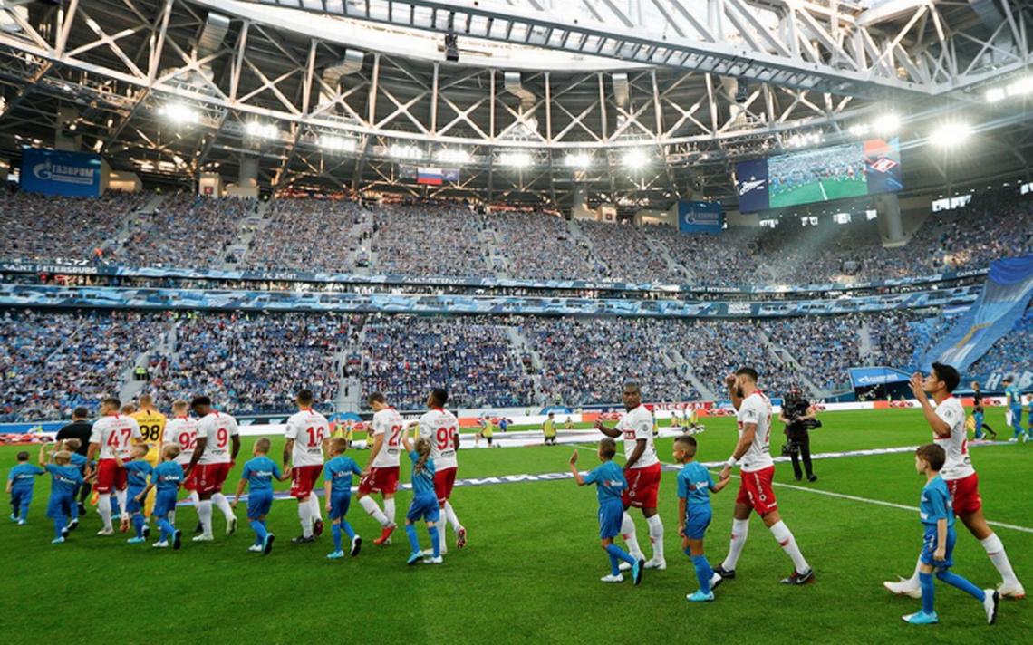 Un dron se estrella en la cancha durante el Zenit-Spartak de Moscú