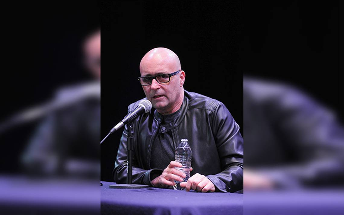 Después de casi 40 años de escribir música, Javier Corcobado se encuentra en su pleno apogeo