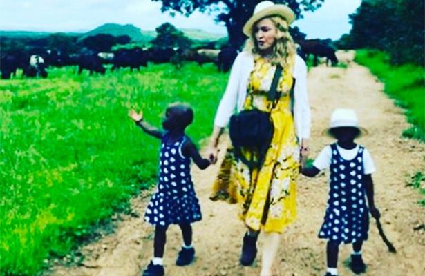 Madonna hace oficial adopción de gemelas