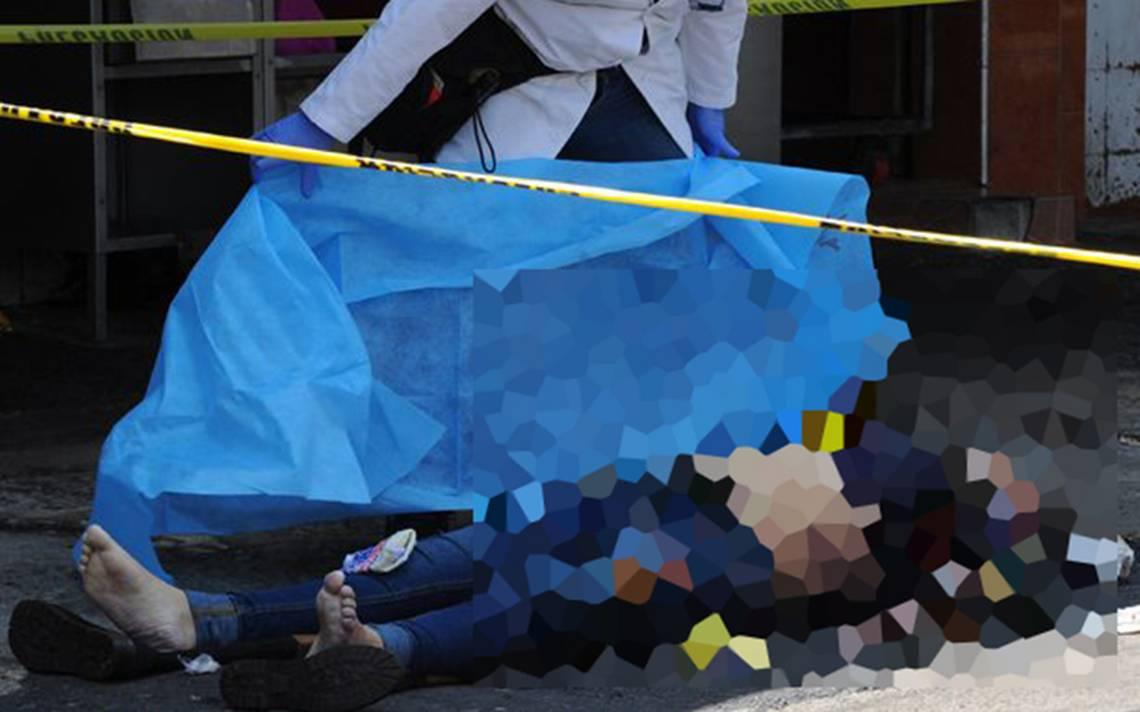 Mujer se asfixia y muere mientras comía tacos afuera del Metro