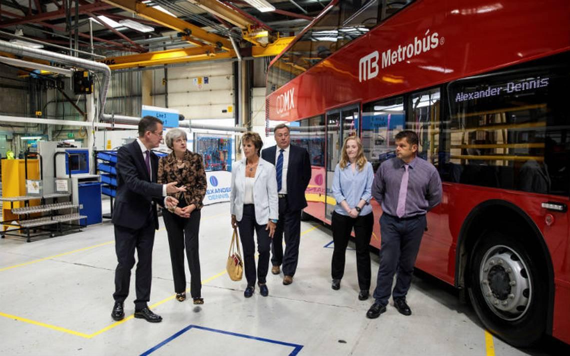 Primer Ministra Británica festeja contrato con Metrobús