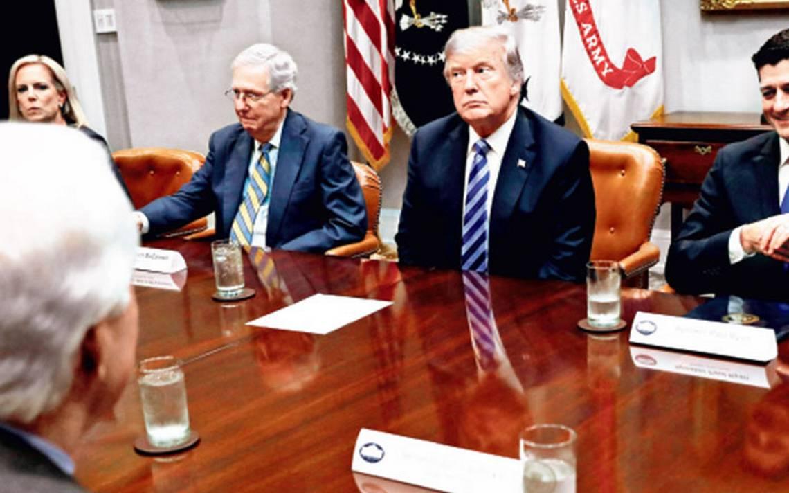"""Casa Blanca comienza cacería de brujas por posible """"traición"""""""