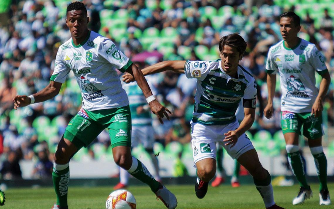 Campeón Santos vence sin apuros 3-0 a León