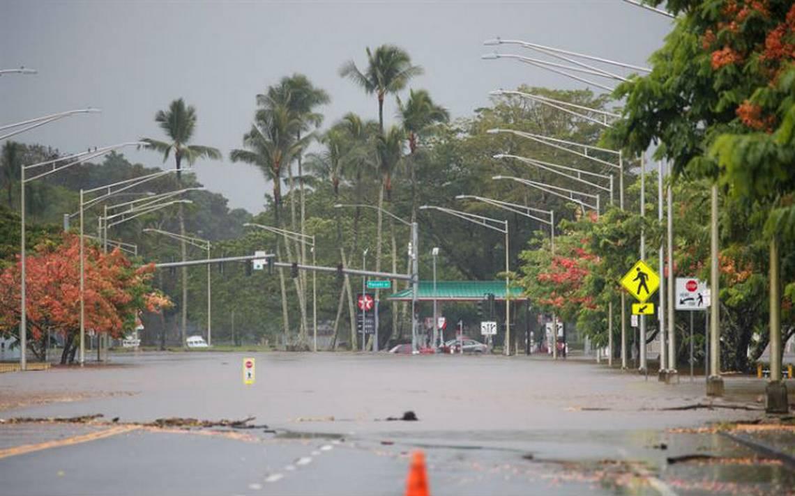 Huracán Lane se aleja de Hawai, persiste riesgo de graves inundaciones