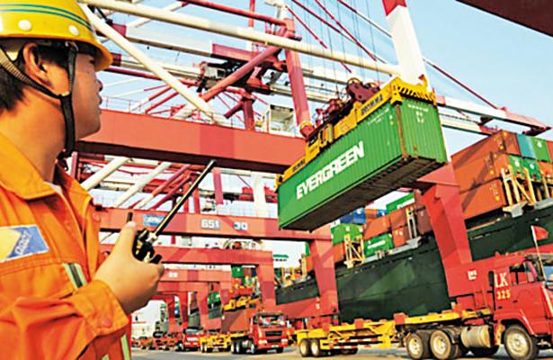 Exportaciones mexicanas aumentan 8% en febrero, reporta el INEGI