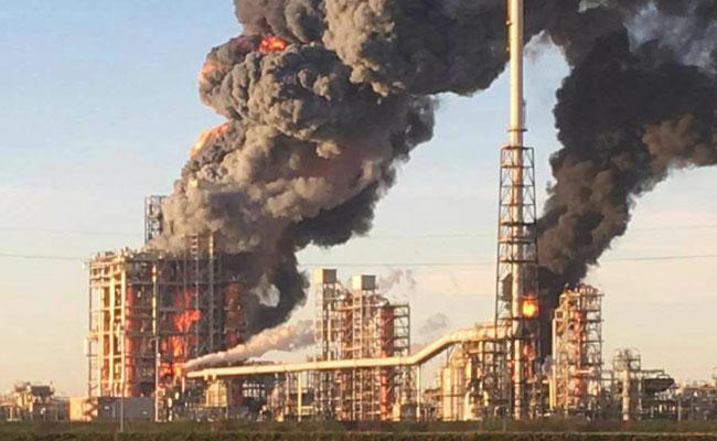 Reportan fuerte explosión en refinería en Sannazzaro, Italia