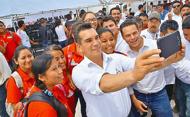 Inaugura Alejandro Moreno dos centros de Poder Joven
