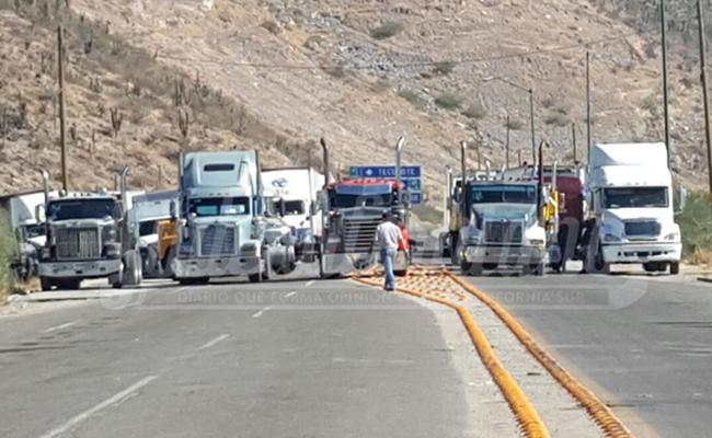 Sanciona SCT bloqueos en carreteras; revocará permisos a transportistas