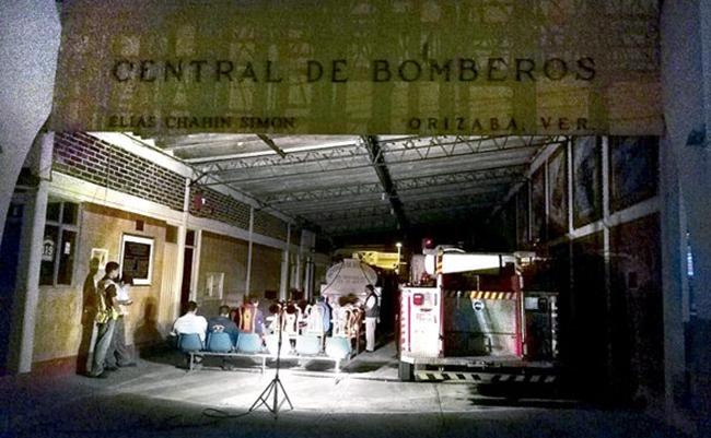 Pese a convenio, cortan luz a bomberos de Orizaba