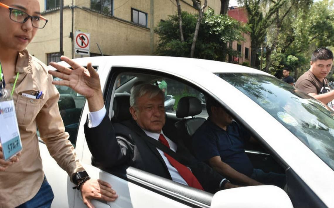 AMLO pide ayuda a privados para frenar caída petrolera