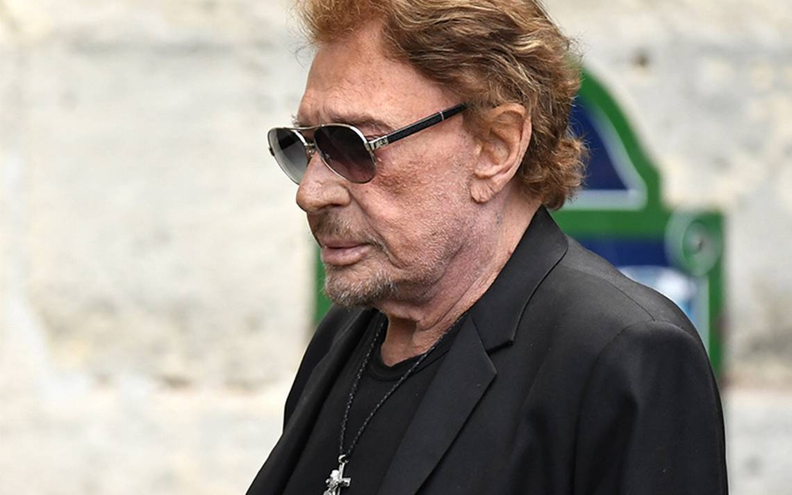 El rockero Johnny Hallyday vuelve a su casa tras días hospitalizado