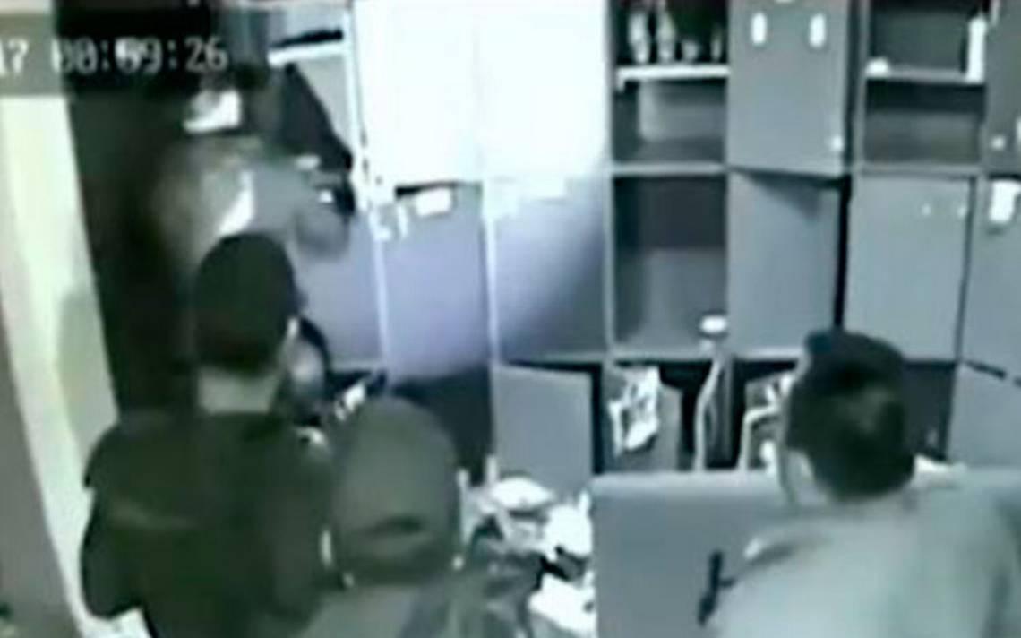"""[Video] Detienen a los policías que """"sembraron"""" droga en un bar de la Roma"""
