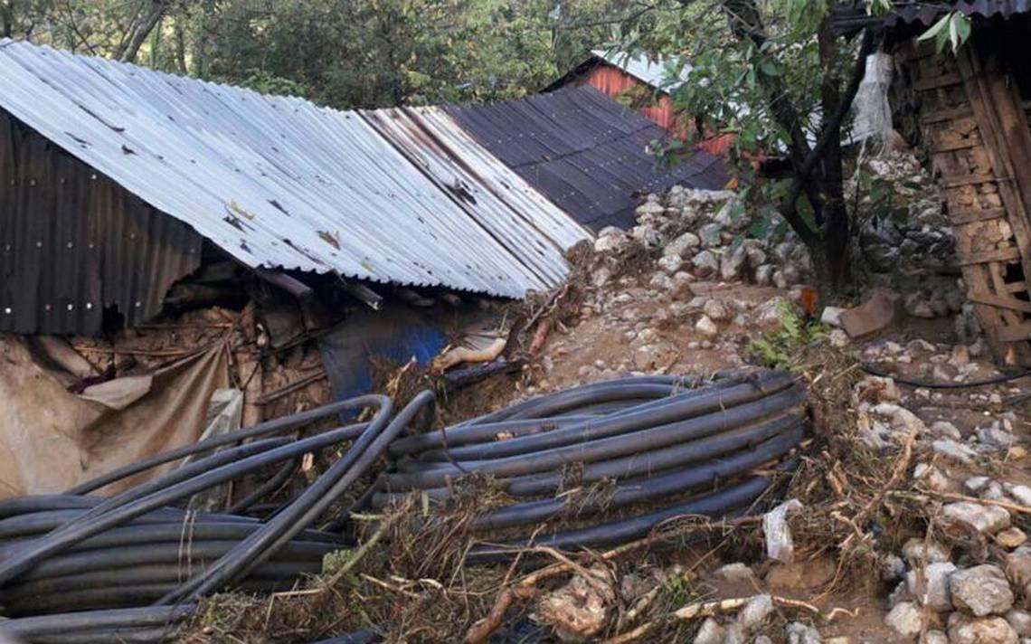 Alud sepulta 27 viviendas en cerro de Juxtlahuaca