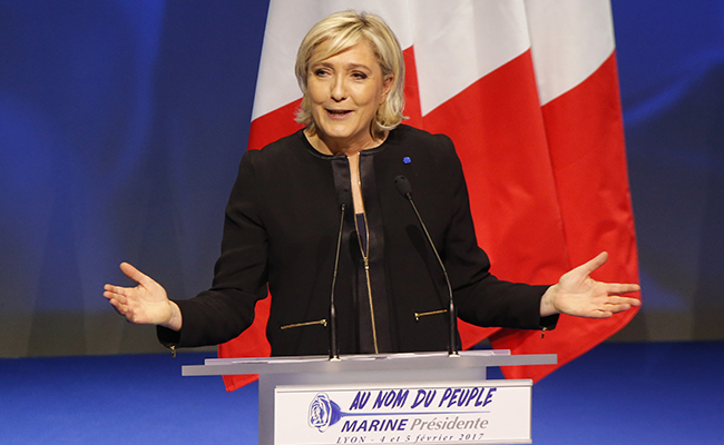 Marine Le Pen usa lenguaje sofisticado para reafirmar la fe de sus militantes