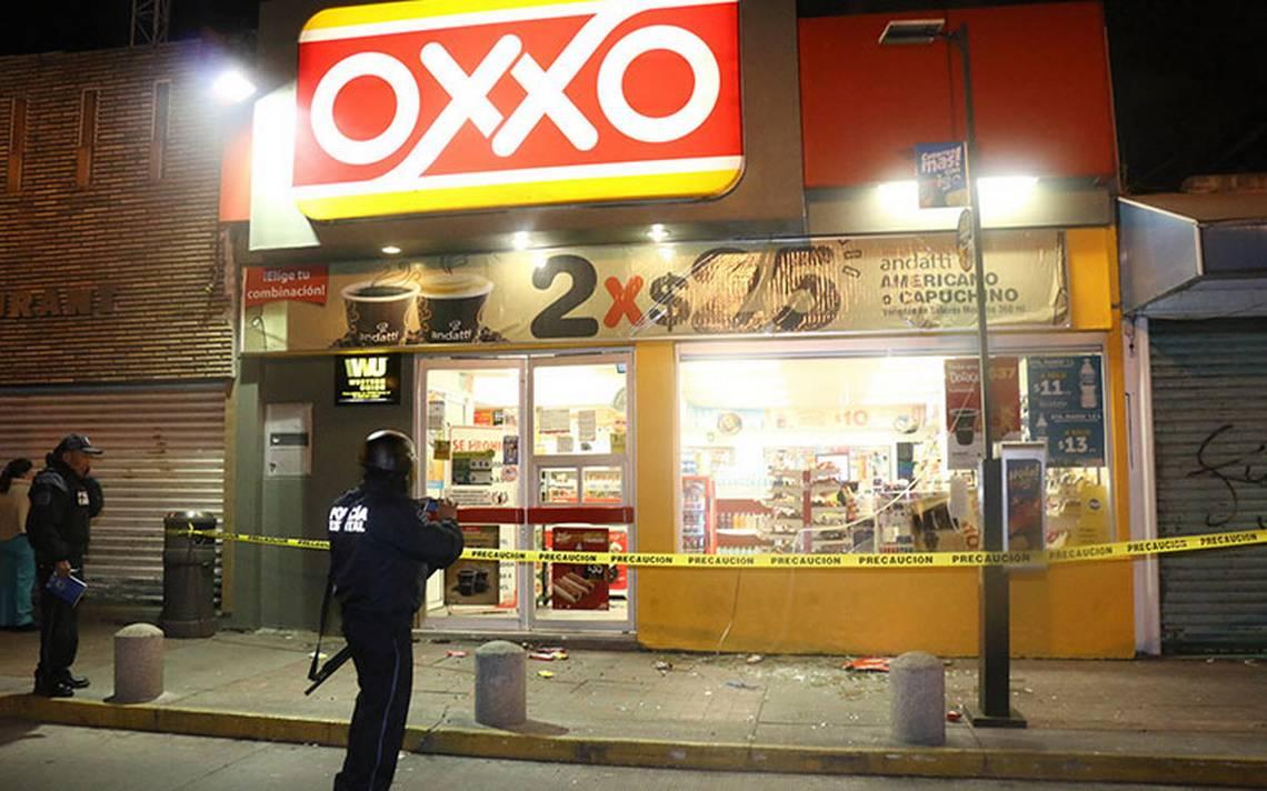 Policía bromea con su compañero, le apunta y lo asesina por error dentro de un Oxxo