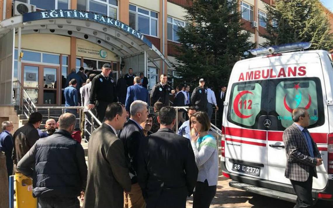 Maestro mata frente a estudiantes a cuatro de sus colegas en universidad de Turquía