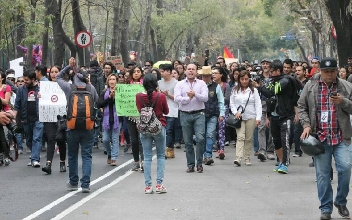 Manifestantes y peregrinos afectan circulación en el centro de la ciudad