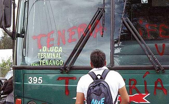 Estudiantes de Tenería retienen a 19 autobuses