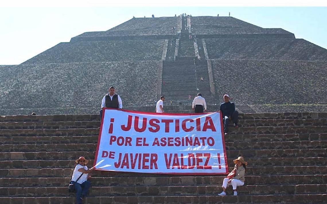 Reporteros exigen justicia a un año del asesinato del periodista Javier Valdez, en Teotihuacán
