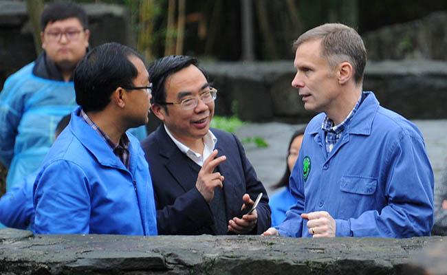 Diplomático de EU en China renuncia tras decisión sobre cambio climático