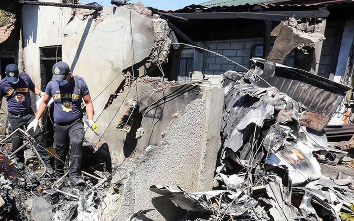 Avión se estrella contra una casa en Filipinas y deja diez muertos