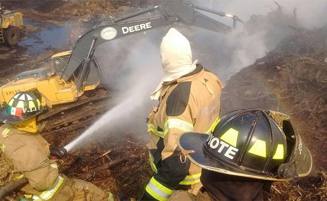 Controlan incendio en el basurero del Bordo de Xochiaca