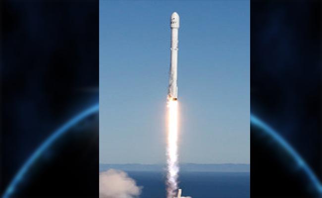 SpaceX lanza su primer cohete tras explosión en Florida
