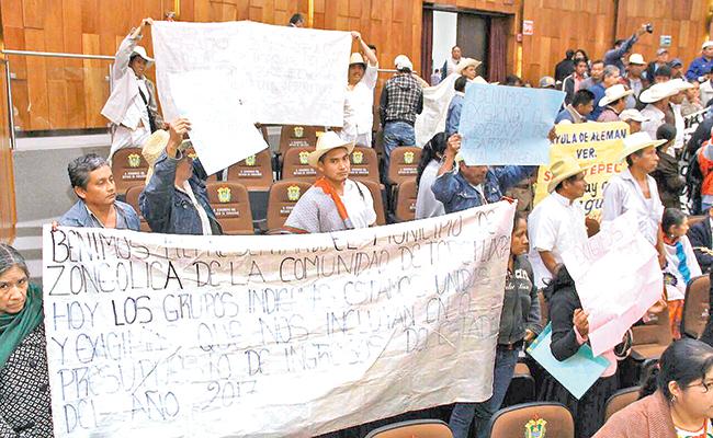 Revientan sesión legislativa en Veracruz