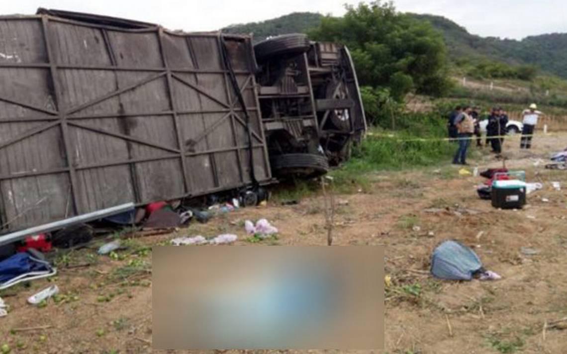 Volcadura de autobús en Nayarit deja cuatro muertos