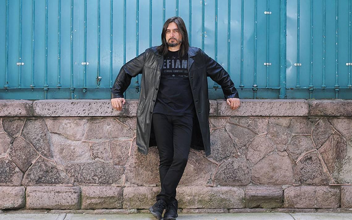 Alfonso André presenta la reedición de Mar Rojo, su segundo material como solista