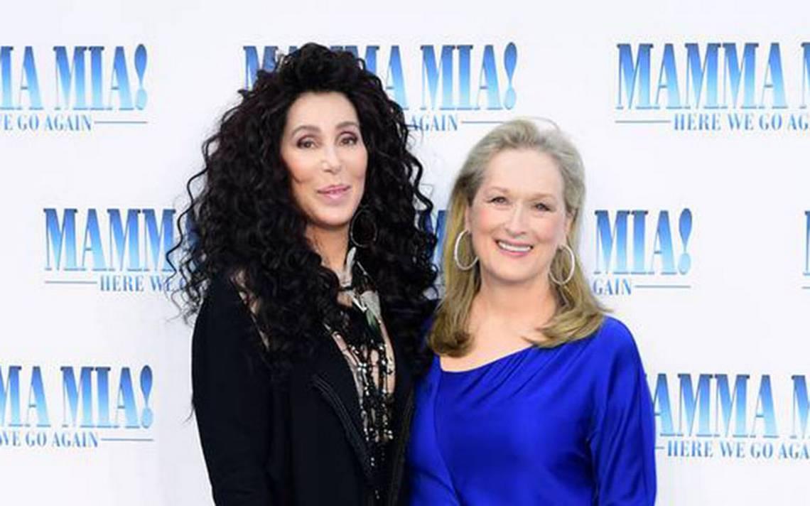 """Cher y Meryl Streep sorprenden al besarse en la boca durante estreno de """"Mamma Mia 2"""""""