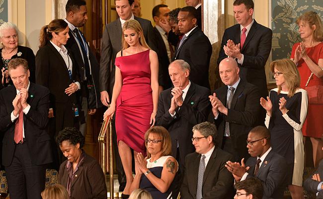 Ivanka desafía a Trump con vestido francés