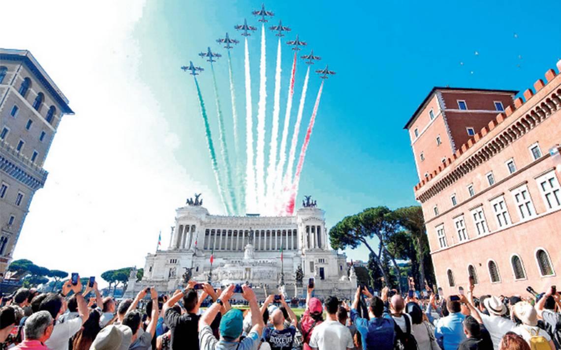 Arranca Italia su gobierno con desfile militar