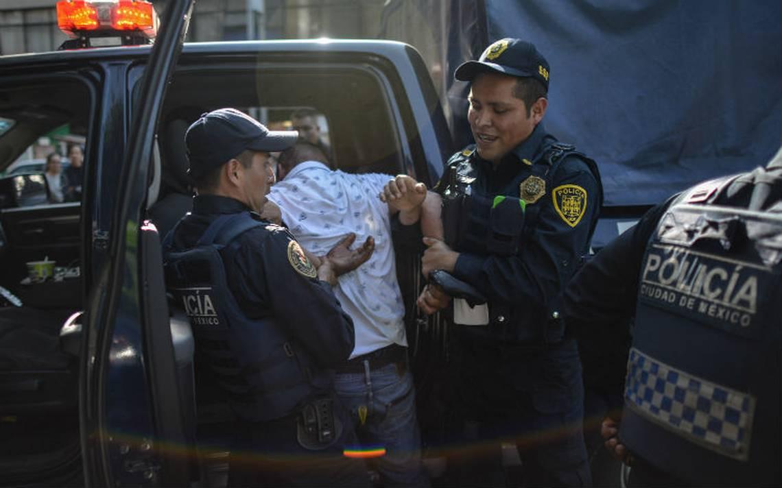 Detienen a 34 revendedores en el partido de futbol Pumas contra Necaxa