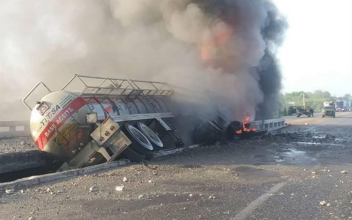 Se incendia pipa en la Ciudad Victoria-San Fernando
