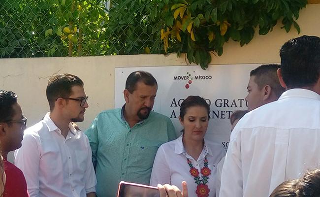 #EleccionesNayarit Manuel Cota acude con su familia a votar