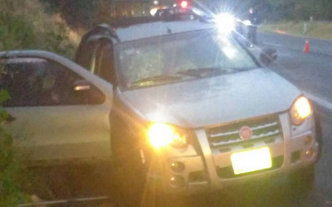 Asesinan a dos en la autopista de Occidente en Michoacán