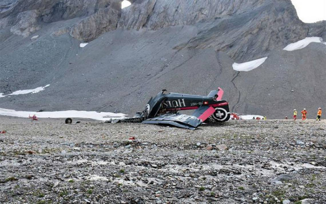 Mueren 20 personas al estrellarse antiguo avión militar en Suiza