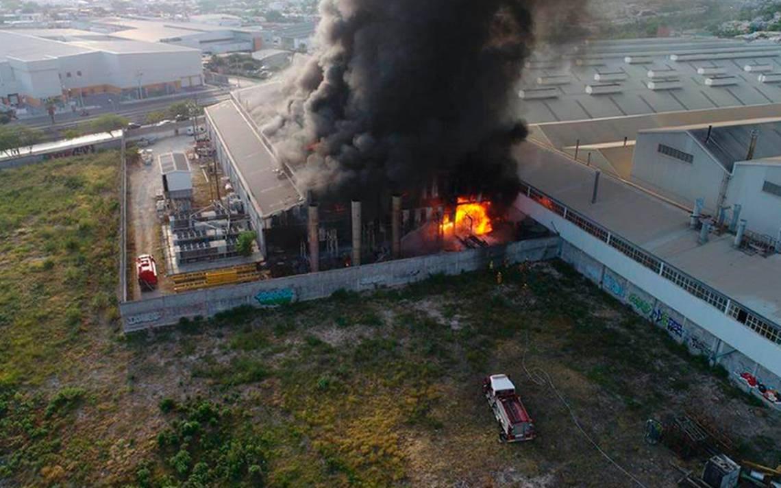 Incendio en fábrica obliga a evacuar a 300 trabajadores en Nuevo León