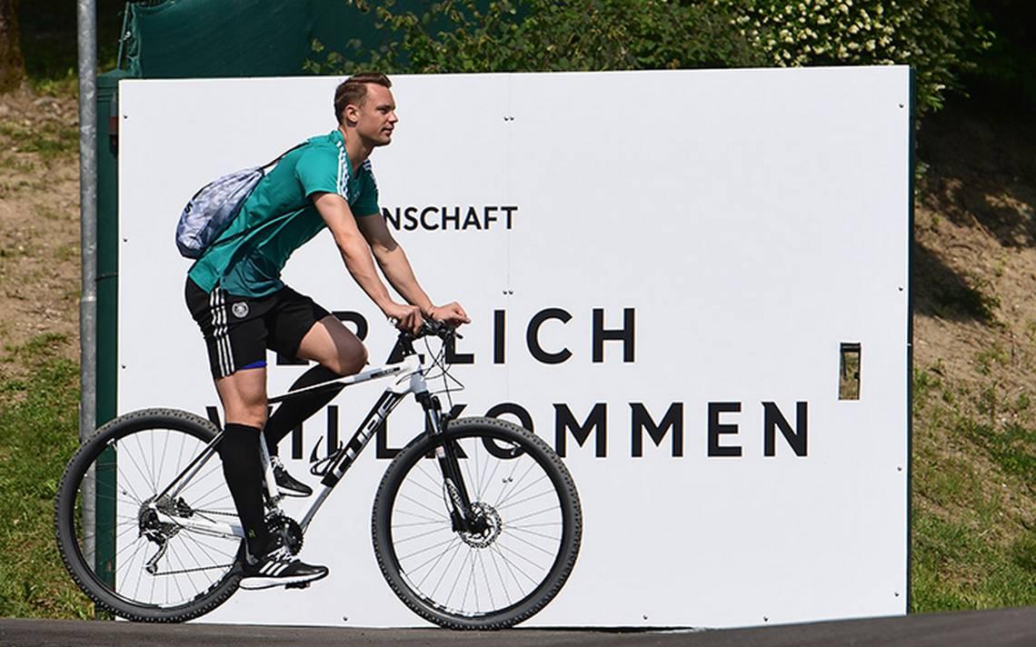 El portero aleman Manuel Neuer regresa a las canchas después de una fractura