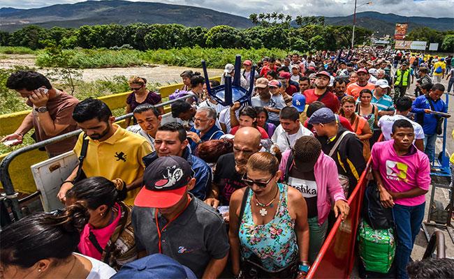 Miles de venezolanos migran a Colombia tras agudizarse crisis política