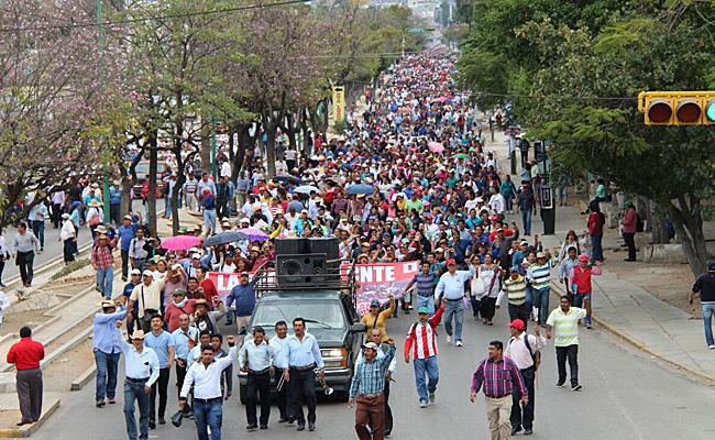 Continúan las protestas contra reformas y gasolinazo