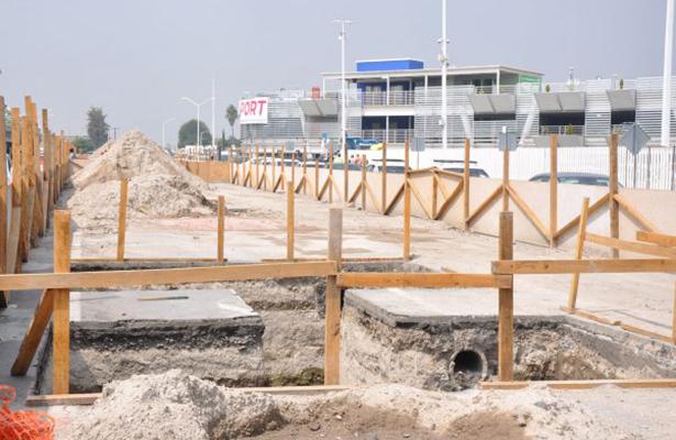 Ordenan levantar bloqueos en obras del aeropuerto